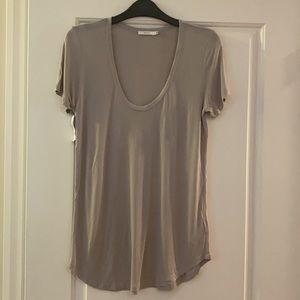 New Aritzia Talula Valmere t-shirt in Ashen. Small